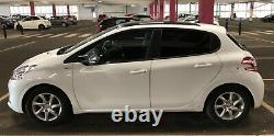 Peugeot 208 2014 1.2 vti Style Version 5 door glass roof